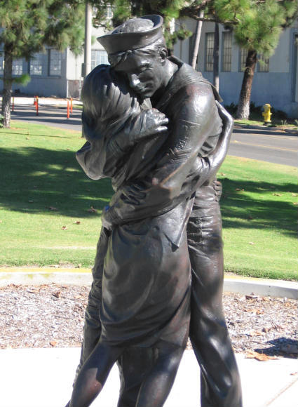 homecoming statue on greatest generation walk