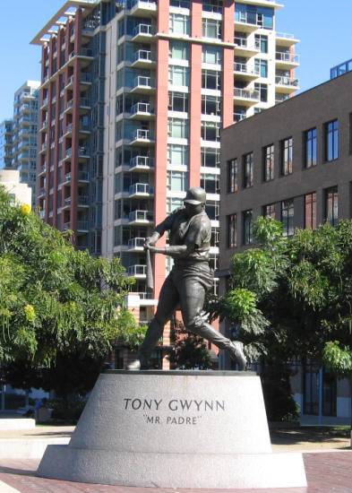 statue of padres superstar tony gwynn
