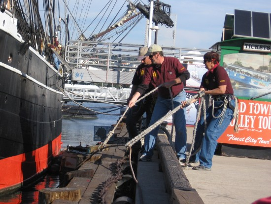 volunteers prepare to release star of india rope