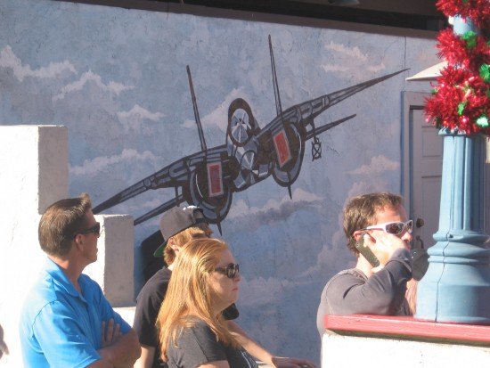 F-14 Tomcat depicted on outside wall at Kansas City Barbeque.