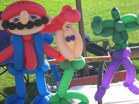 Balloon Mario, Little Mermaid and Hulk attract kids.