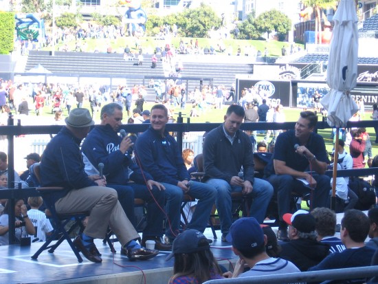 Padres manager Bud Black speaks to Fanfest crowd.