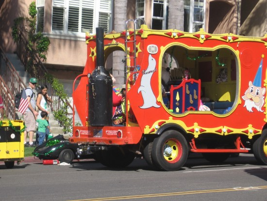 A colorful calliope stands by near start of parade route.