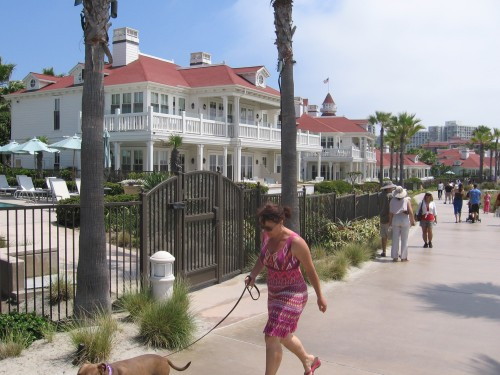 Walkway winds past elegant cottages north of the Del.