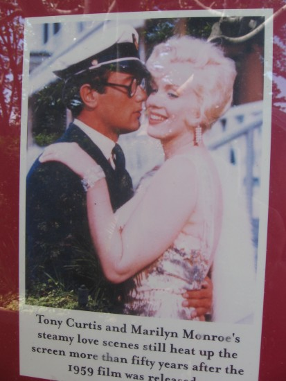 Photo of Tony Curtis and Marilyn Monroe movie love scene.