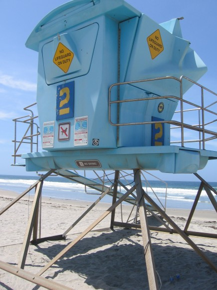 Closed lifeguard lookout on Silver Strand State Beach.