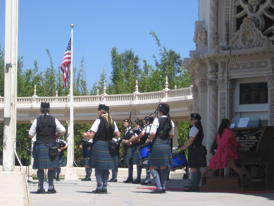Dr. Carol Williams accompanies bagpipes with Spreckels Organ.