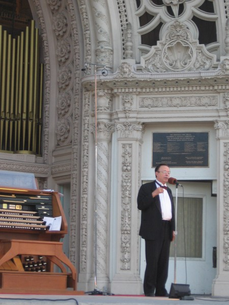 Famed Baroque organist Anthony Newman greets audience.