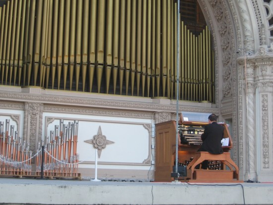 A masterful performance on the Spreckels Organ begins.