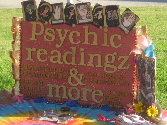 This sign promotes psychic readingz and more!