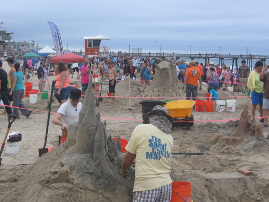 The 2014 Sun and Sea Festival attracted many onlookers.