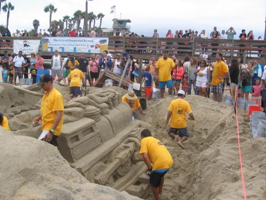 Super cool locomotive sand sculpture near the IB pier.