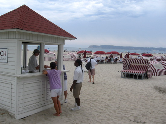 During the summer facilities are set up for guests on the beach!