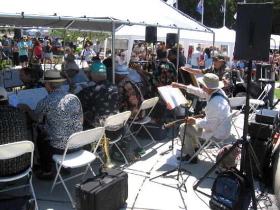 Here are the musicians. Big band music was playing from the 1940s era.