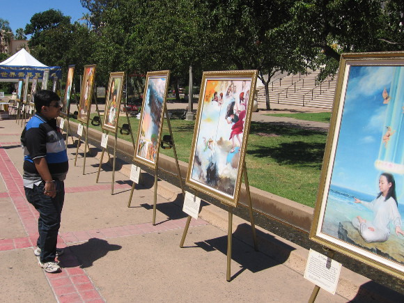 Falun Gong artwork emphasizes persecution in China.
