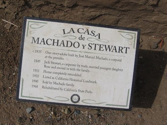Sign details history of La Casa de Machado y Stewart.