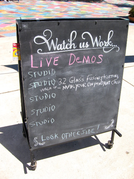 Live demonstrations by artists can be enjoyed by the public.
