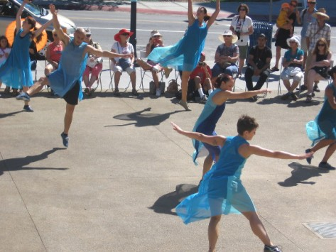 This performance was a carefree, joyful, very cool sight to behold!