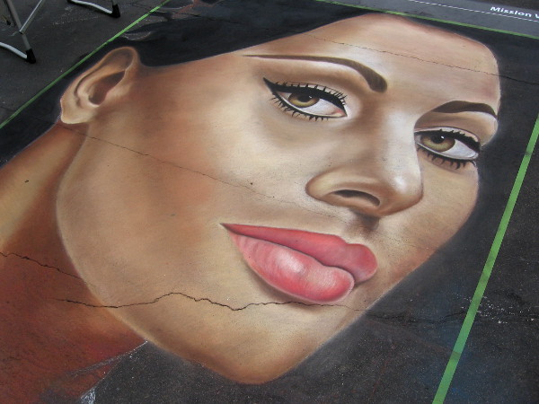 Shaina Joel chalk art shows Italian actress Sophia Loren.