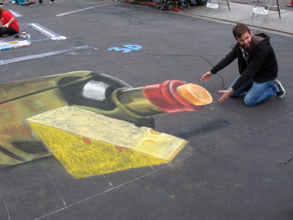 Lilianai Mai created three dimensional chalk art for Festa visitors to enjoy!