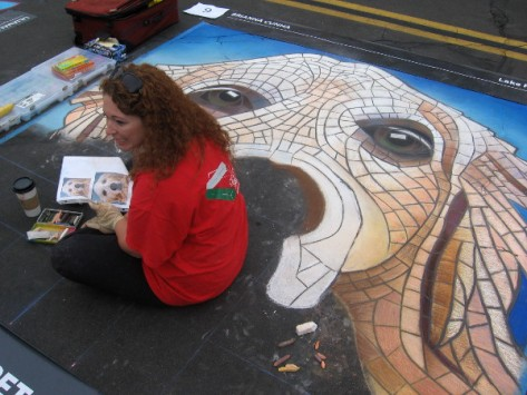 Brianna Cunha chats with a young person about her fun dog chalk art.