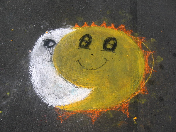 This happy sun and moon are just there on the street for no apparent reason!