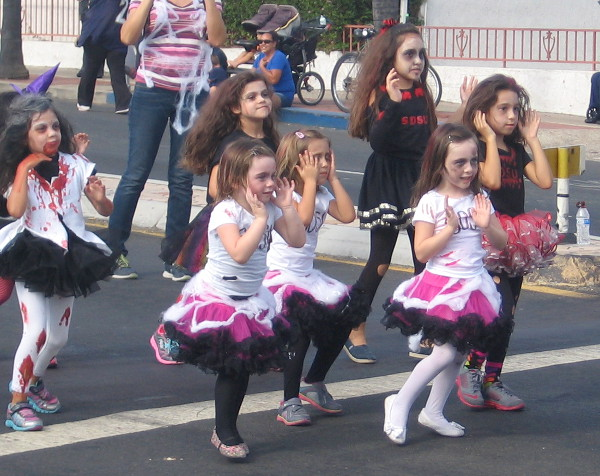 Little zombies do a dance routine!