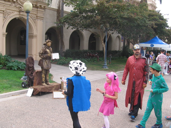 Street performer is a bronze version of Shakespeare, the Bard!
