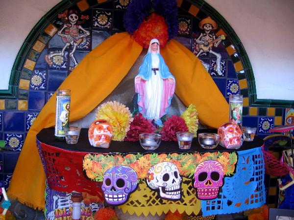 Día de los Muertos altar at Bazaar del Mundo in Old Town, San Diego.