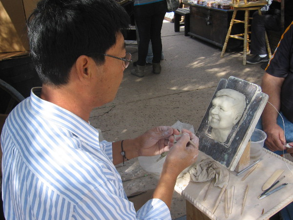 Sculptor recreates face of living tourist posing for a unique souvenir.