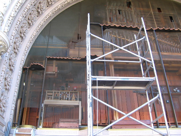 The facade's temporary removal allows a very rare look at the interior pipes.