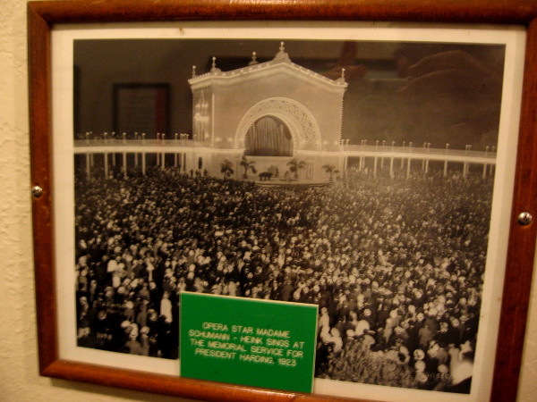Opera star sings at crowded pavilion memorial for President Harding in 1923.