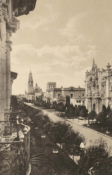 Looking west along El Prado through the heart of Balboa Park in 1915. At the exposition's opening ceremony, President Woodrow Wilson activated the electric street lamps with a telegraphic signal.