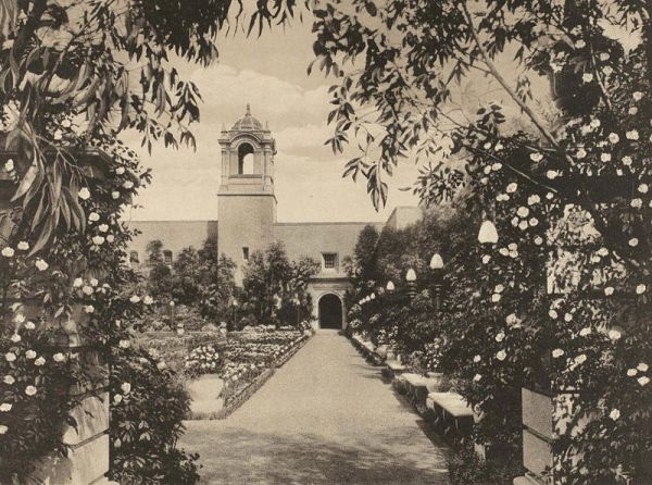 Los Jardines de Montezuma (today named Alcazar Garden) at Balboa Park's Panama-California Exposition.