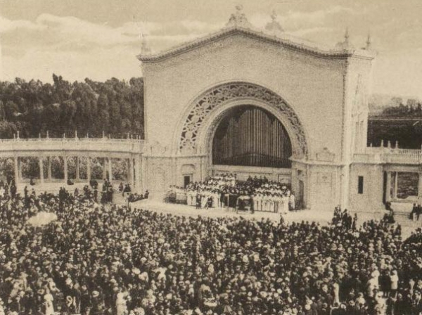 One of many popular recitals in the Organ Pavilion at the Panama-California Exposition. (This venue is now called the Spreckels Organ Pavilion.)