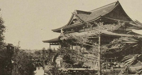The Japanese Tea Pavilion, northeast of the Botanical Building in 1915. Today, the Japanese Tea Pavilion is located elsewhere and appears entirely different.