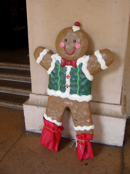 A smiling gingerbread man greets one and all to Casa del Prado.