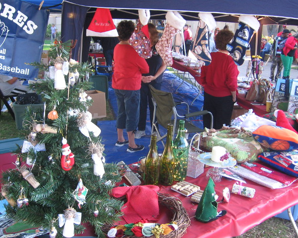 Lots of vendors everywhere had holiday crafts that would make great gifts.
