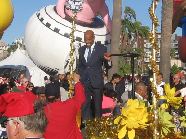 Meb Keflezighi, San Diego hero, is Grand Marshall of 2014 Big Bay Balloon Parade.
