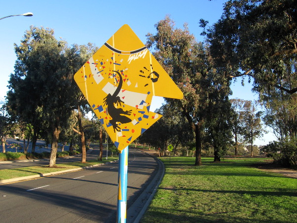 Does this sign indicate that a lizard is crossing?