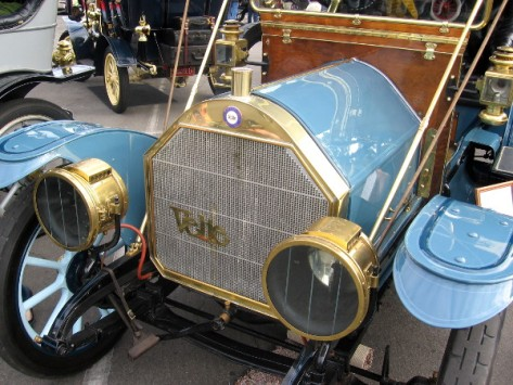 1910 Velie Model D Touring cars were popular. Velie race cars were also successful.