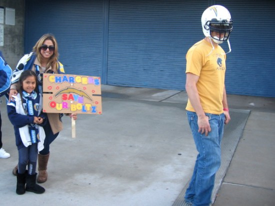 Thousands of Chargers fans head toward Qualcomm Stadium for a special public hearing.