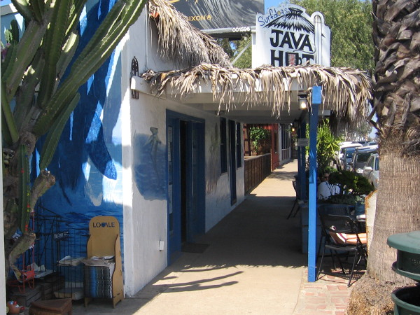 Java Hut is a typical little beachy place.