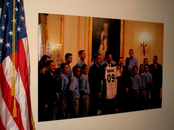 Photo shows President Obama honoring the 2009 Little League World Series champs.