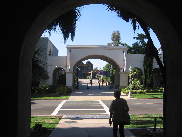 Another pic taken from an archway on the opposite side of El Prado.
