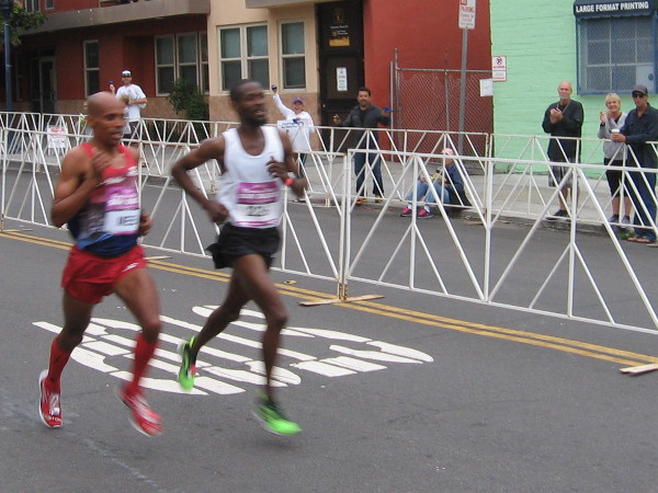 Here come Meb Keflezighi and Jordan Chipangama side-by-side! Who will win.