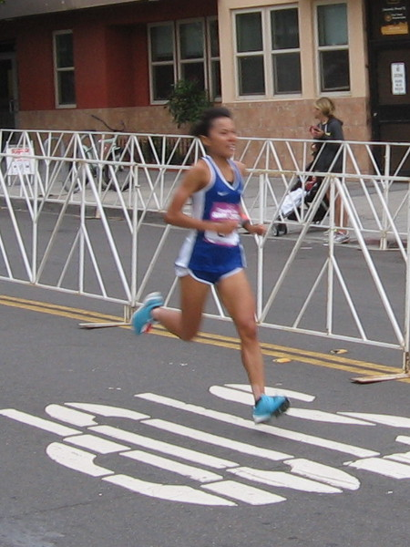 It's the women's half marathon winner, Eri Hayakawa!