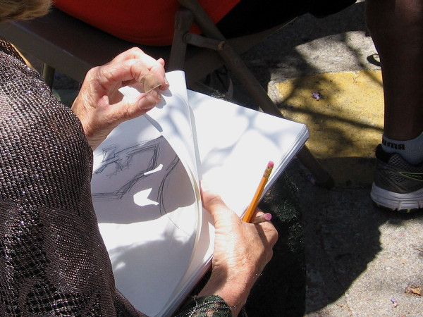 A carefully watching artist has made a few sketches during the performance in Spanish Village.