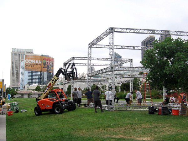 FX Fearless Arena is being built in the Hilton Bayfront Park. Attractions will include The Strain, American Horror Story Hotel, The Simpsons, Fargo, and The Bastard Executioner.