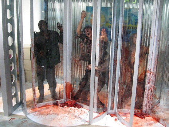 It seems the walking dead at 2015 San Diego Comic-Con were having problems with these revolving doors.
